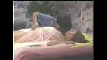 Ебари обкончали девушке на мордашку после долбежки втроем на диванчике