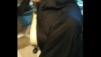 Ошеломительная врач массирует пальцем жопу сисятой брюнетки
