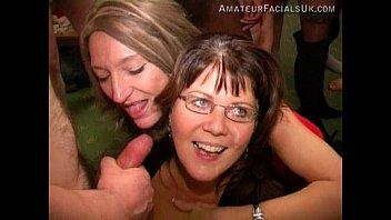 Лесбияночки развлекаются трахом в сверхестетственной комнатке