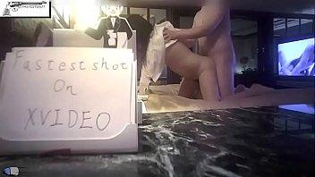 Молодая куколка с шикарными ногами записала шортики и мастурбирует
