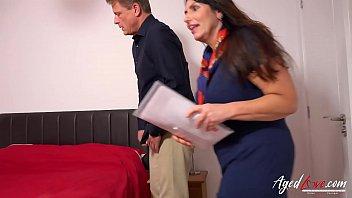Муж устроил жене домашний фистинг писи с пирсингом