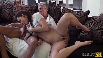 Негры пердолят белых проституток на порно гулянке