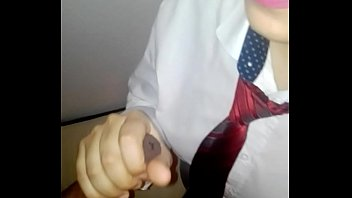 Паренек спускает вафлю на попку азиатки вскоре после вагинально-клиторального порно
