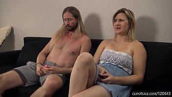 Зрелая девушка люба научила молодого юноши заниматься сексом