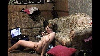 Русский воришка записал на ворованную камеру секс с шалавой