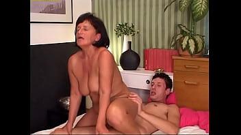 Жгучая дама сплотилась в жарком сексе с любовником
